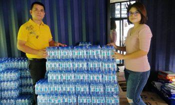 บริษัท สหไทยศึกษาภัณฑ์ กาฬสินธุ์ จำกัด ได้มอบน้ำดื่มเพื่อสนับสนุนทีมกู้ภัยชุมแพ